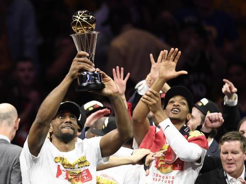 Leonard se llevó el MVP de las NBA Finalswww.dcourier.com