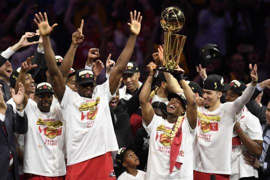 Los Raptors consiguieron el primer título profesional para Canadá, desde los Blue Jays de MLB en 1993. - citynews.ca