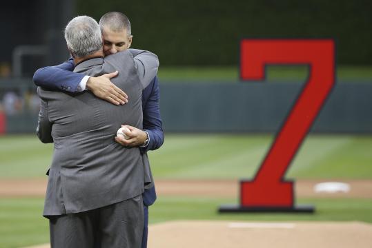 Joe Mauer tuvo una gran despedida el fin de semana en la serie de Twins vs Royals. MLB.com.