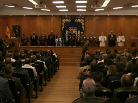 Aplausos para felicitar a los diplomados de Estado Mayor y cerrar el acto