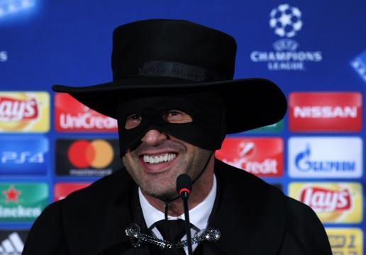 Paulo Fonseca diventa 'Zorro' dopo la vittoria contro il City