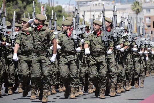 Desfile a pie de unidades de Infantería durante la parada.