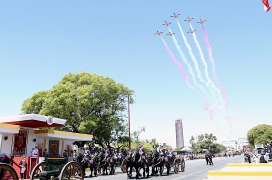 Guardia Real y Patrulla Águila dibujando la bandera fueron las unidades que cerraron la parada.