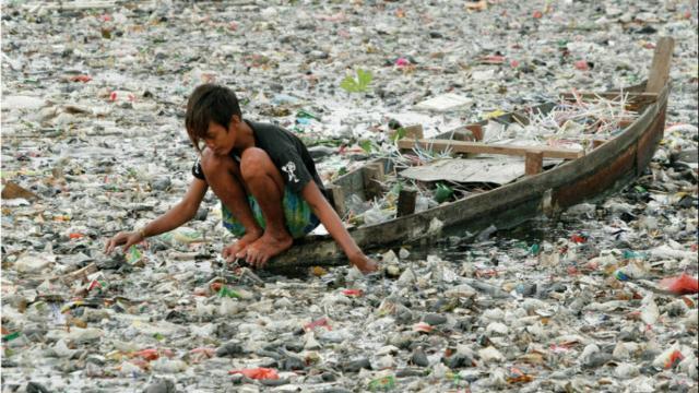 L'isola di plastica nel mezzo dell'oceano Pacifico