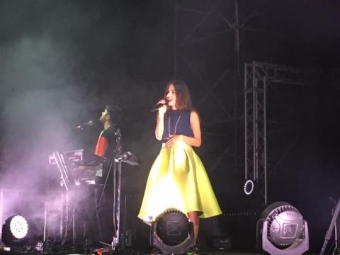 La capacità di ammaliare con la sua voce di Leila Mostofi.
