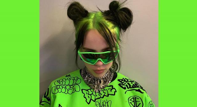 Billie Eilish nel suo total look verde acido