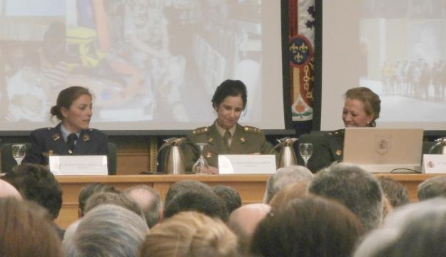 Con compañeras de otros ejércitos en la celebración de los 30 años de la mujer en las FAS