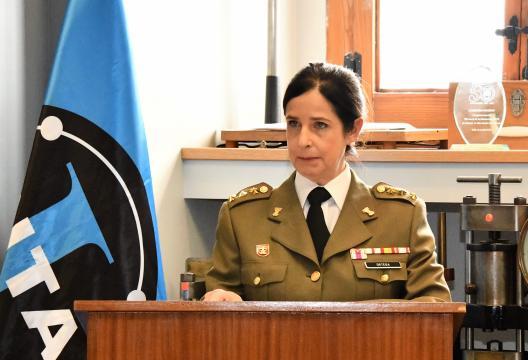 La hoy general Patricia Ortega en su despacho del INTA donde está destinada