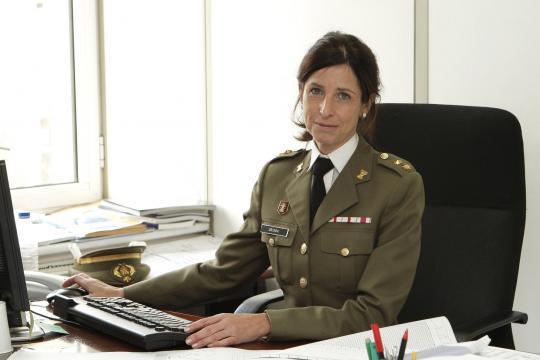 La nueva general con las insignias de Tte. Coronel. También fue pionera en alcanzar este empleo