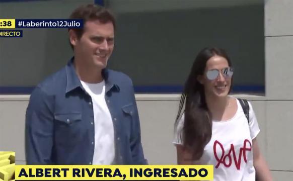 Albert Rivera y Malú salen juntos del hospital. / Antena 3