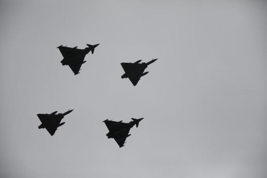 Eurofighter español e italiano junto a Mirage 2000 franceses en el desfile aéreo