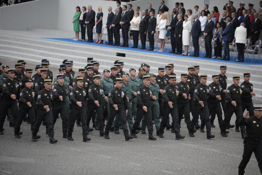 La Guardia Civil desfila codo con codo con sus compañeros de la Gendarmería Francesa