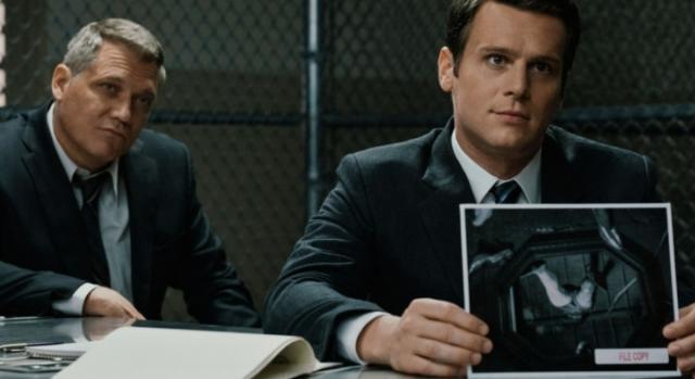 Holt McCallany, nel ruolo di Bill Tench (a sinistra), e Jonathan Groff, Holden Ford, (a destra) protagonisti di Mindhunter 2
