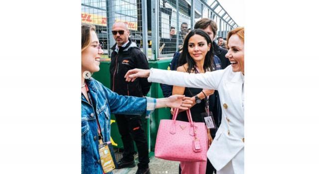 Geri Halliwell incontra e saluta Millie Bobby Brown al Gran Premio di Silverstone in UK