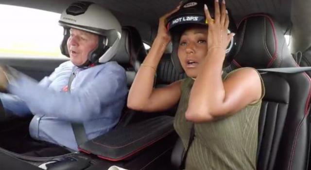 Mel B delle Spice Girls e il giro ad alta velocità al Gran Premio di Silverstone in UK