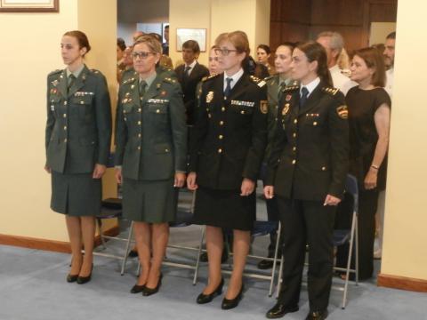 Otras oficiales así como mandos femeninos de Policía Nacional y Guardia Civil asistieron al acto