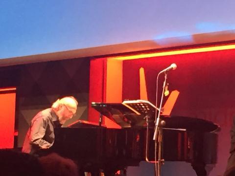 Patrizio Fariselli al pianoforte e tastiere