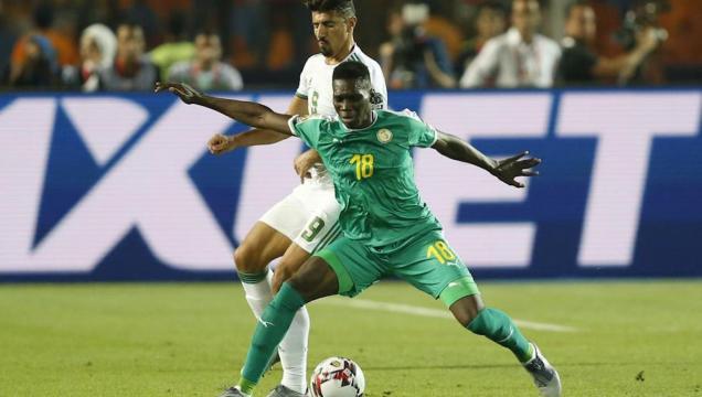 Senegal nunca pudo encontrar la creatividad, a pesar de tener la posesión del balón. MARCA.com.