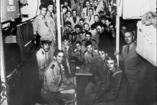 Los tripulantes del submarino Minerve, hundidos para siempre con él, en el fondo del mar.