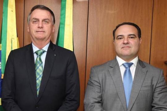 Ministro Jorge Oliveira participa de live ao lado de Bolsonaro e apresenta proposta. (Arquivo Blasting News)