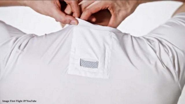 Tuck your Reon Pocket into the pocket of your shirt and activate for cooling or heat [Image First Flight JP/YouTube]