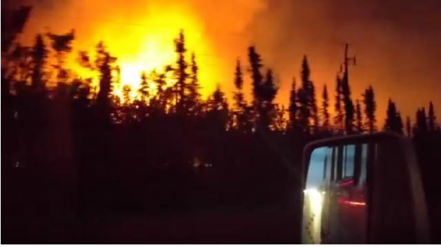 Alaska fire on Sterling highway. [Image via Dara Pond/YouTube video]