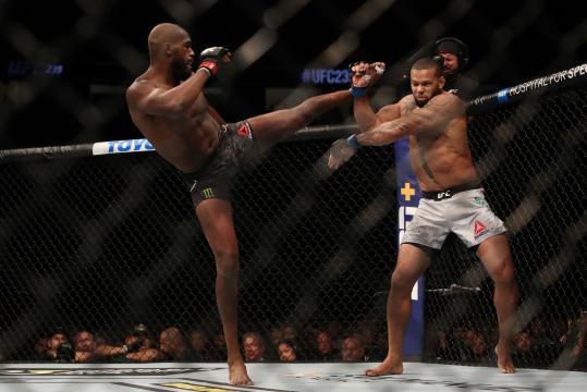 Jones manejó el tramo final de la pelea. - flipboard.com