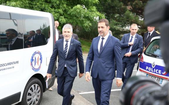 G7 à Biarritz : Christophe Castaner inspecte le dispositif de ... - larepubliquedespyrenees.fr