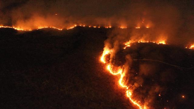 Amazzonia in fiamme, è scontro su Twitter fra Macron e Bolsonaro ... - mediaset.it