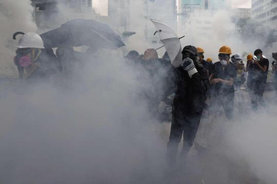 Proteste a Hong Kong, scontri tra manifestanti e polizia