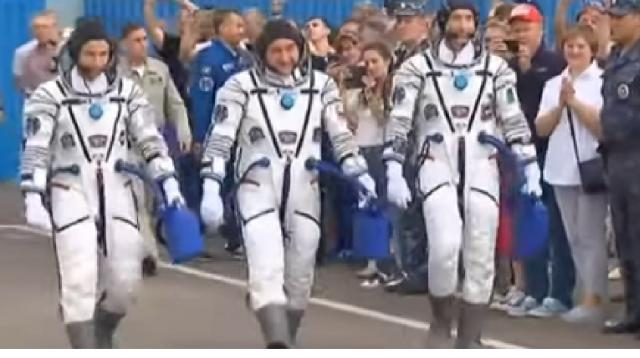 Russian Soyuz crew arrives at ISS, astronauts plan to spend New Year in Zero Gravity! [Image source/Vesti News YouTube video]