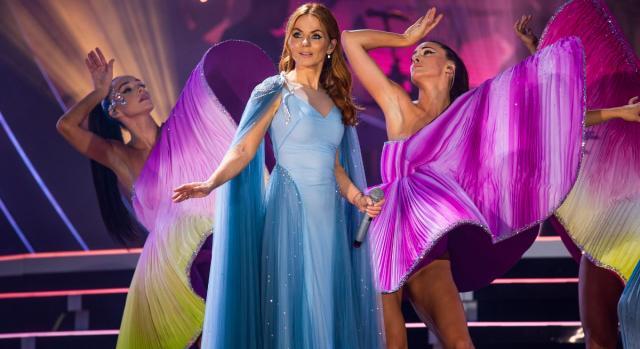 Geri Halliwell nello 'Spiceworld 2019 tour' durante l'esibizione di 'Viva Forever'