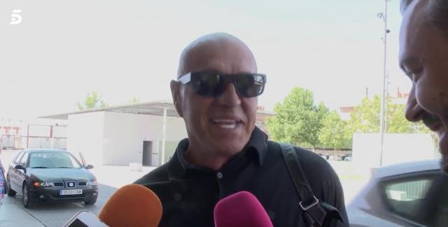Kiko Matamoros atiende a la prensa antes de su intervención. / Telecinco