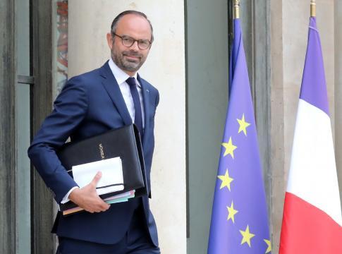 Le remaniement se fera sans démission du gouvernement - lefigaro.fr