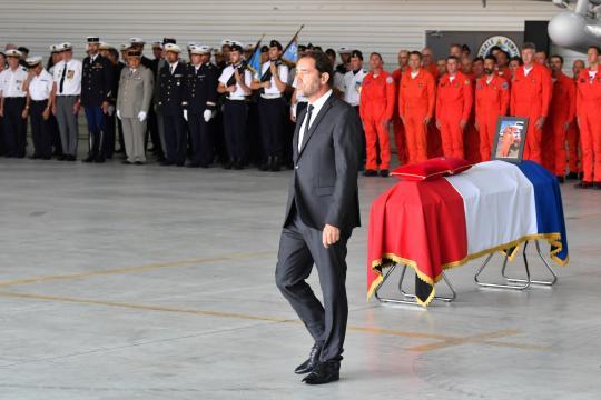 Les infos de 12h30 - Castaner rend hommage à Franck Chesneau, mort ... - rtl.fr
