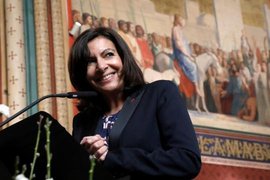 Paris : Hidalgo vante son bilan en matière d'écologie - latribune.fr