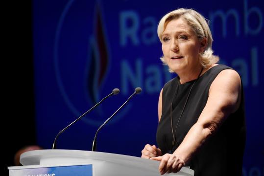 Marine Le Pen fustige la