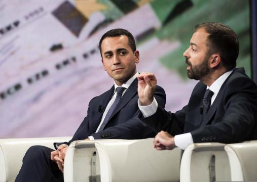 Fioramonti ripropone tassa di 1 euro per i voli per finanziare la ... - fanpage.it