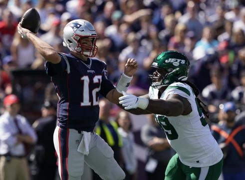 Tom Brady a sus 42 años, sigue siendo el mejor QB de la NFL. www.wabcradio.com