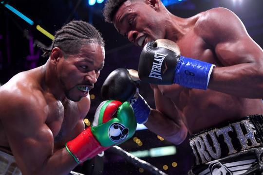 La mayoría de la pelea, se disputó en el terreno corto. CBSSports.com.
