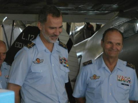 El Rey sonrie satisfecho al recordar sus tiempos de cadete junto al JEMA