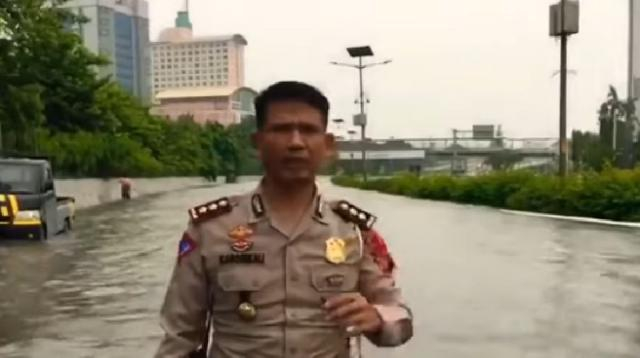 Flood death toll rises to 21 in Indonesian capital. [Image source/The Star Online YouTube video]