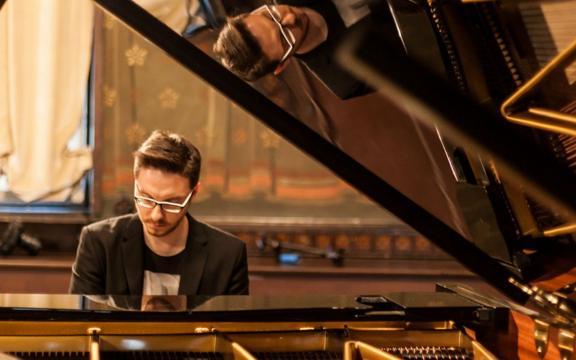 Il pianista e compositore palermitano Davide Campione autore dell'album