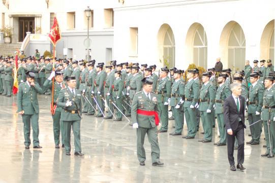 El ministro Marlaska pasa revista a las fuerzas formadas en el patio de la dirección general