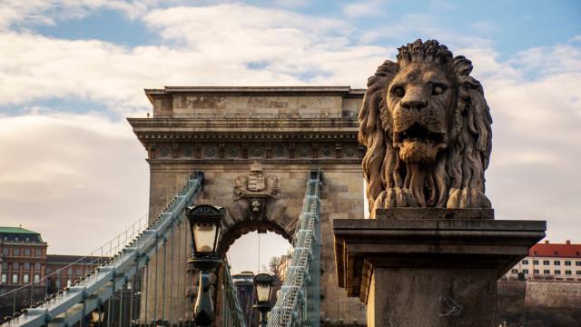 Széchenyi Chain Bridge, Budapest, Hungary. [Image Anél du Preez]