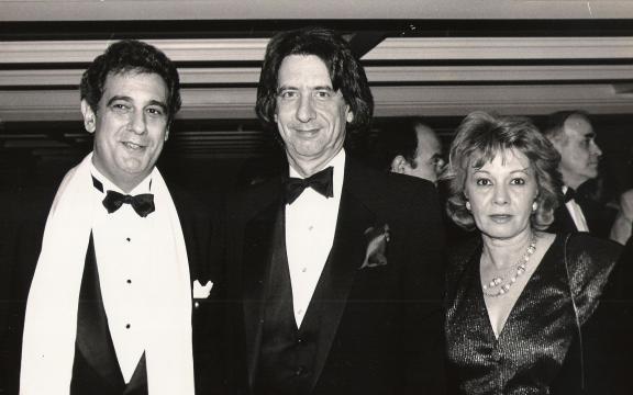 Plácido Domingo (a la izquierda de la foto) y Libertad Leblanc (a la derecha), cuando ambos eran más jóvenes