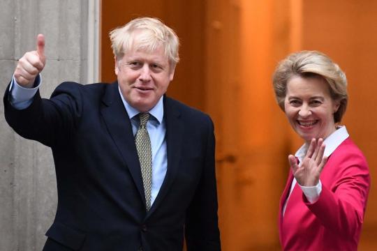 Boris Johnson da la bienvenida a la presidenta de la Comisión Europea, Ursula von der Leyen. - standard.co.uk