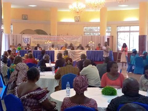 Première cérémonie de remises de parchemins de formation de l'ISF au Cercle Municipal de Yaoundé (c) Odile Pahai
