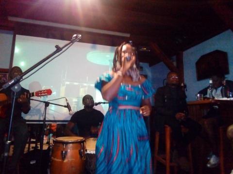 Prestation de l'artiste Biglad au Macadam (c) Odile Pahai