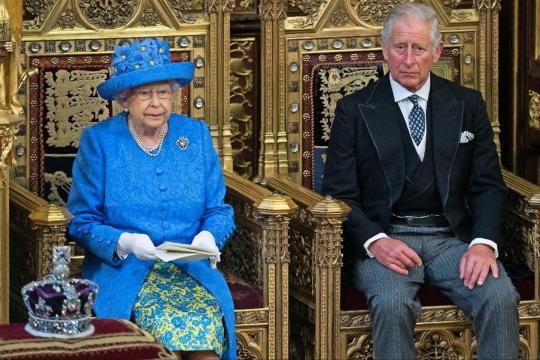 Prince Charles et sa mère Elisabeth II